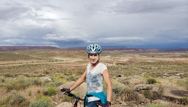 L MTB desert canyon
